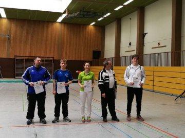 Die Mannschaftsführer bei der Siegerehrung (v.r. Litzelstetten, Schmelz, Östringen, Brochenzell, Landau)
